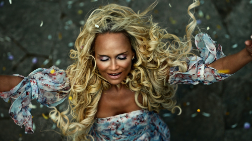 Kristin-chenoweth-as-easter-in-american-gods